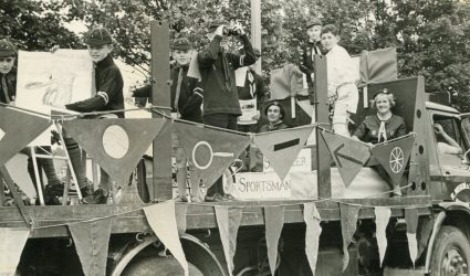 Coursehorn Cubs on a Float