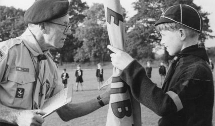 A Cub receives the flag for Coursehorn